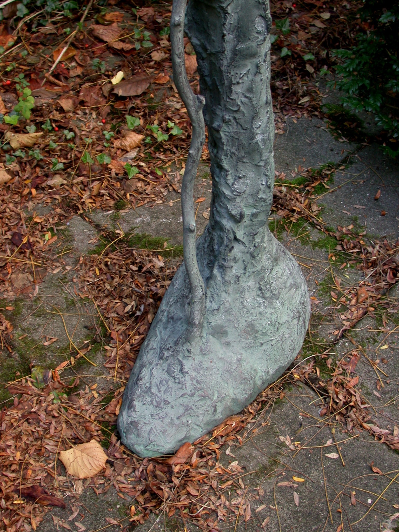 The King of Shadow (detail), bronze (edition of 4), 180 X 45 X 45 cm, 2006